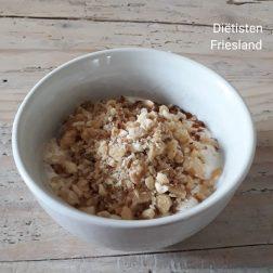 Griekse yoghurt met noten en koekkruiden