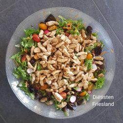 Maaltijdsalade met kip en cashewnoten