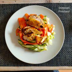 Geroerbakte kip met groentenmie
